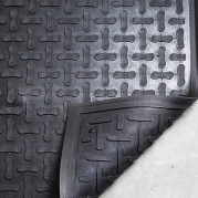 ComfortScrape Work Mat in Black